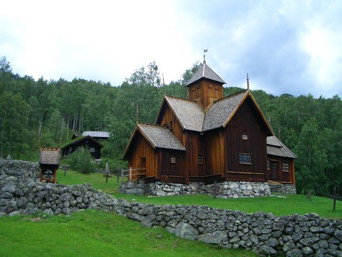 Uvdal Stavkirke - eksteriør. Wiki
