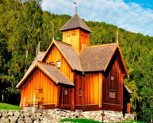 Uvdal Stavkirke - hel. Det gamle Norge