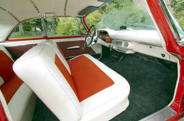 1957 Chrysler Saratoga 2 door Hardtop 1