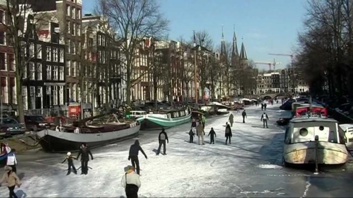 canal skating netherland