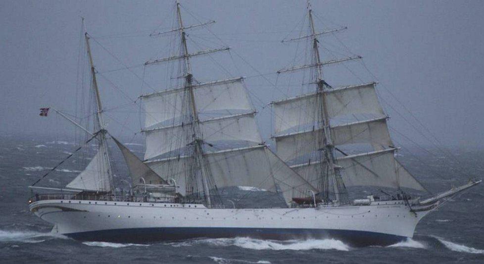 Set New World Record Crossing the Atlantic