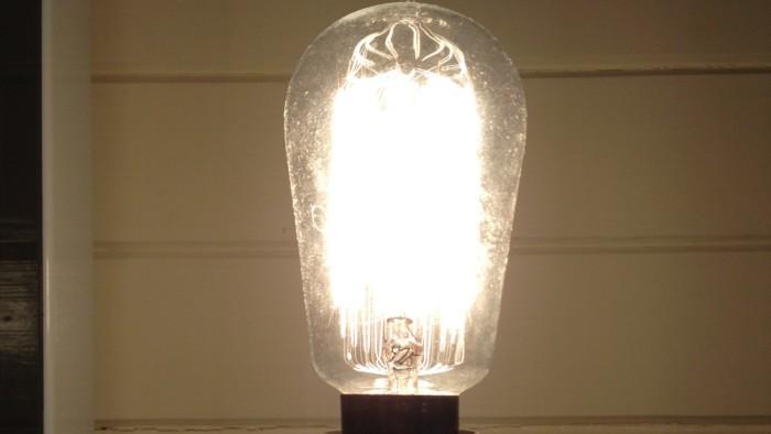 Word's longest glowing incandescent lamp Norway
