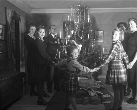Who Lit The First Christmas Tree