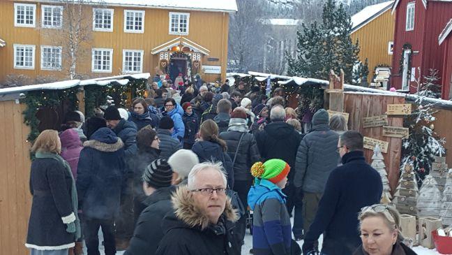 namsos-christmas-market-crowd-2-resize